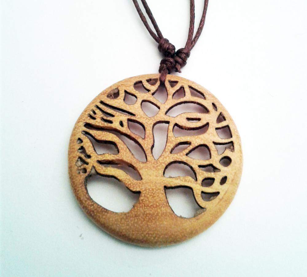 Arbre de vie pendentif en bois de jacquier sculpté main D. 4 cm