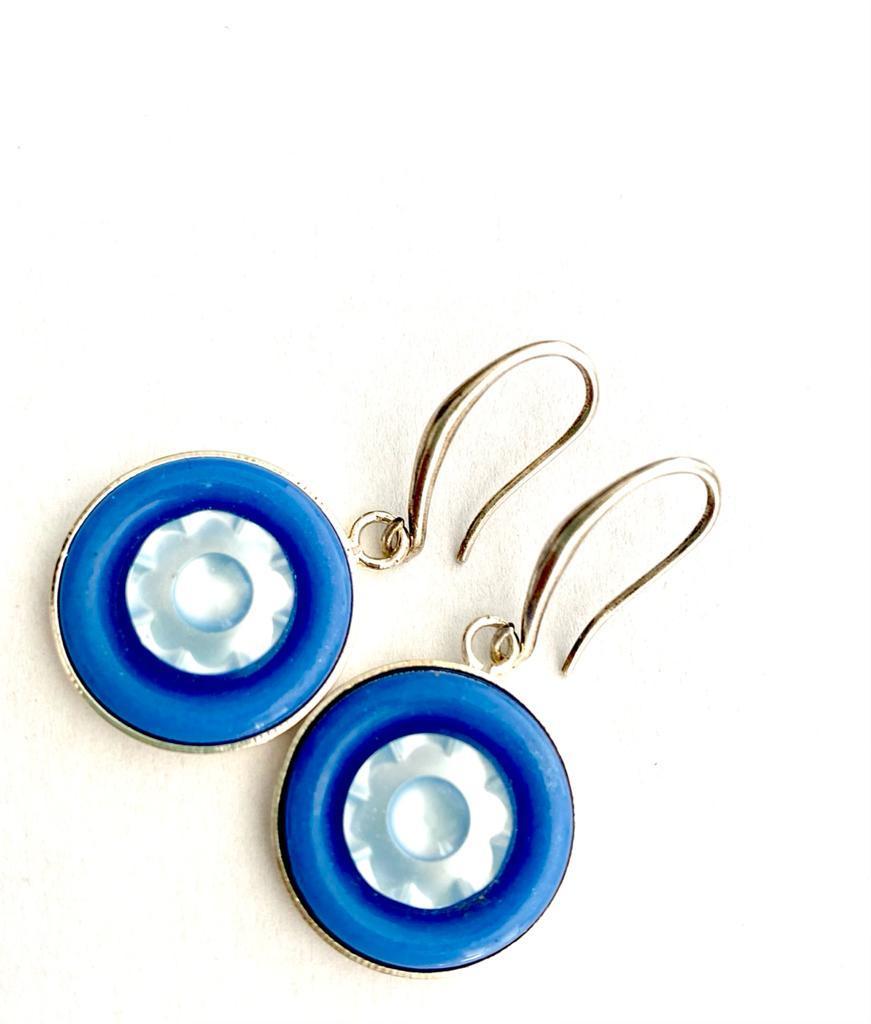Boucles d'oreilles artisanales pervenche en boutons anciens