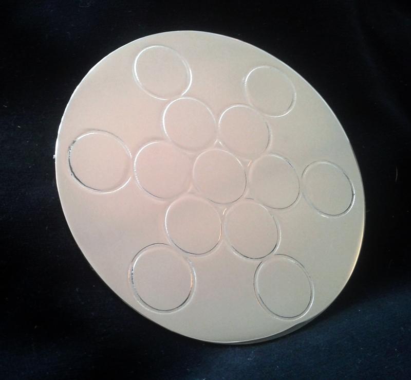 Plaque en laiton Fruit de vie nickelé D.10.5 cm