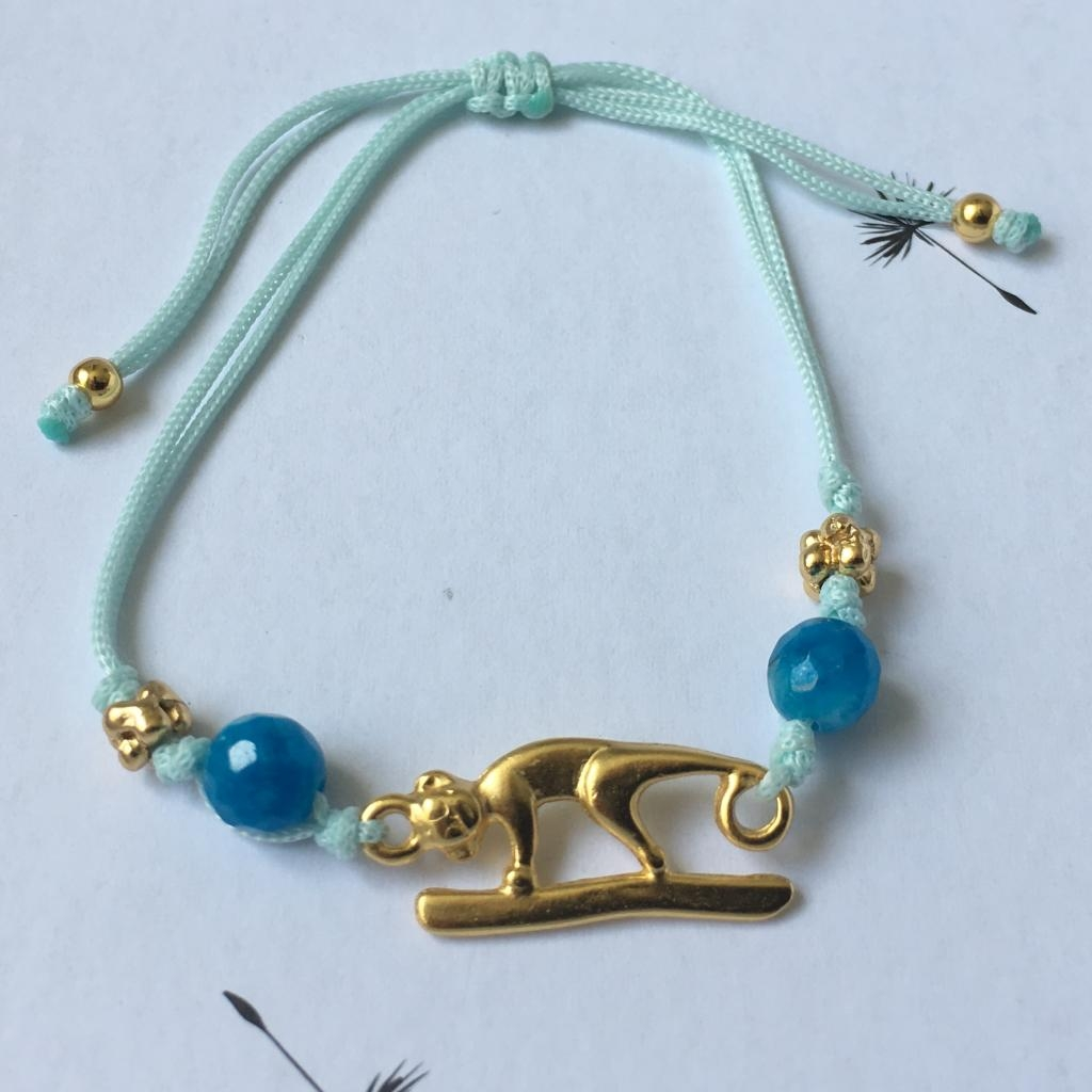 Bracelet fil bleu Jaguar.
