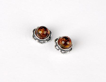 Clous d'oreilles en ambre cognac sur argent 925.