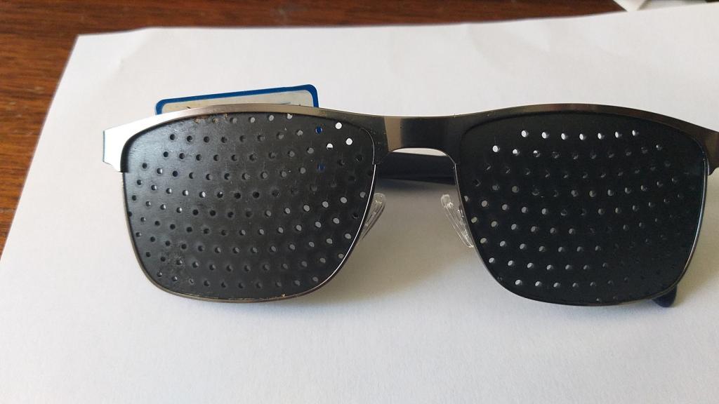 Lunettes à grilles   ou  lunettes à trous monture acier + livret de 32 pages méthode et Ebook(20 €) voir sans lunettes offert en PDF