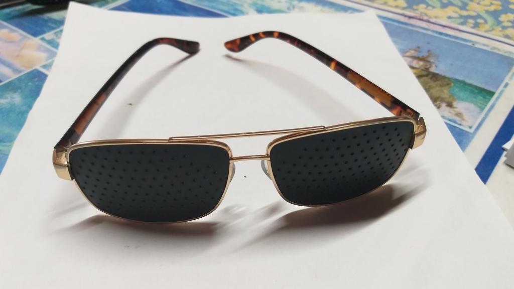 Lunettes à grilles ou  lunettes à trous monture   en métal acier doré + offert livret 32 pages en PDF