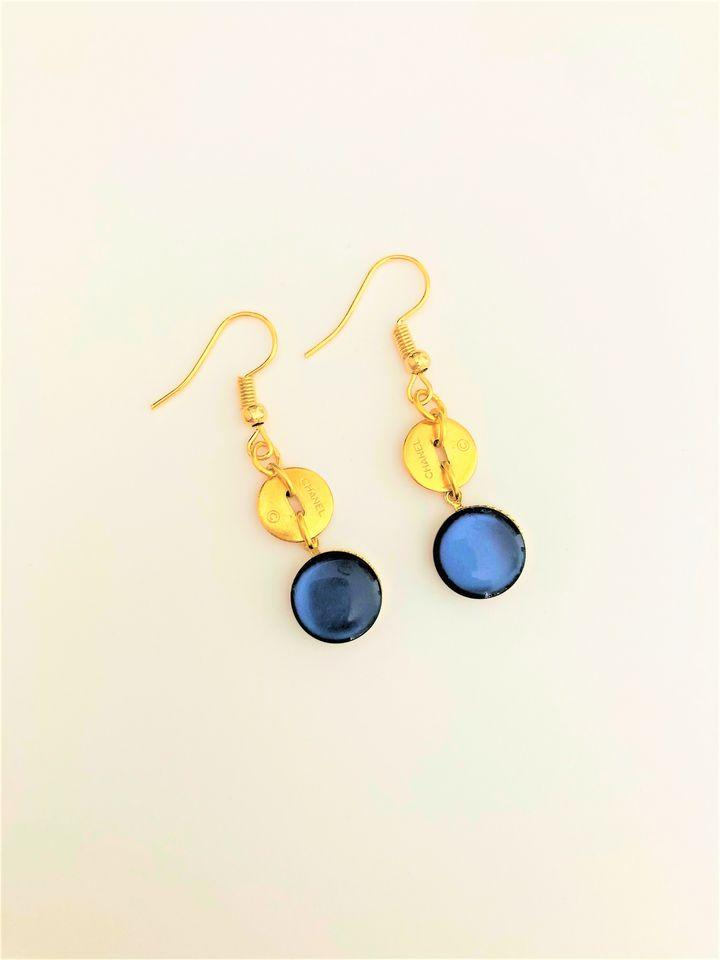 Pendants artisanaux bleus boutons Chanel