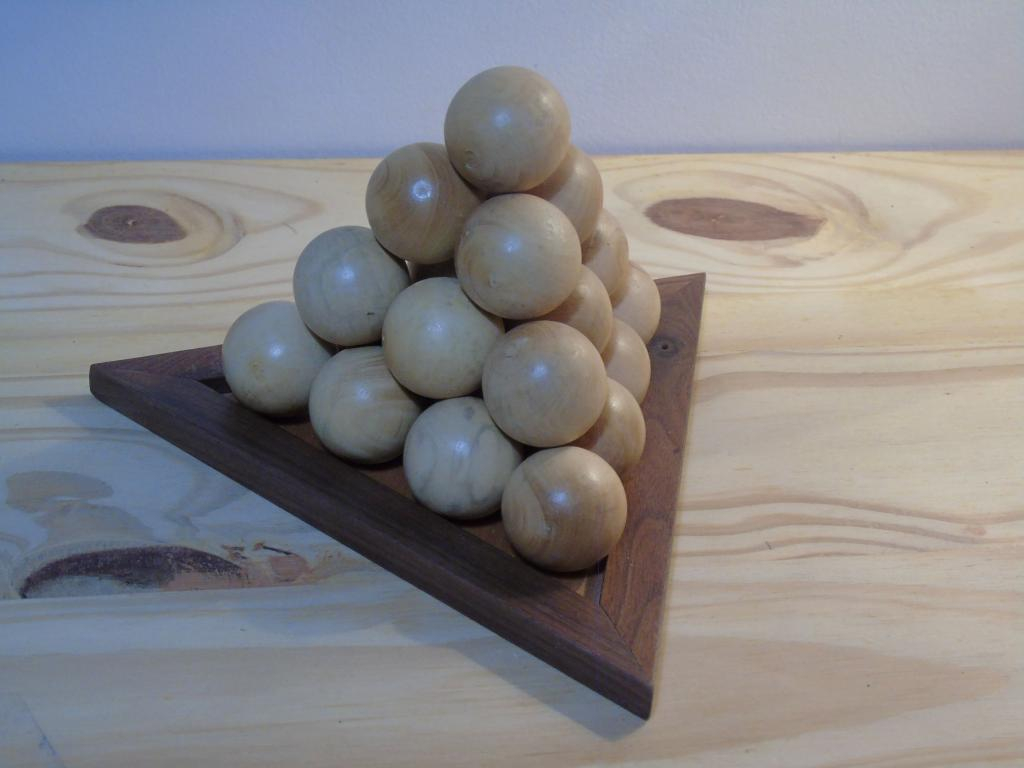 Casse-tête pyramide boule