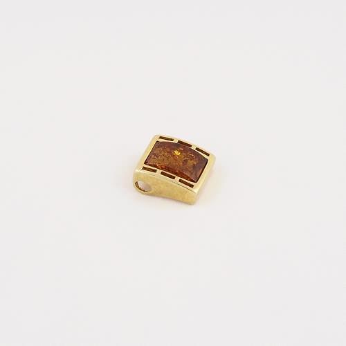 Pendentif en ambre de la Baltique sur vermeil.