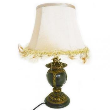 Lampe classique pied noir et or Abat jour creme à gallon doré + plumes H 47 cm