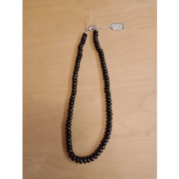 Collier perles plates avec fermoir à chaînette