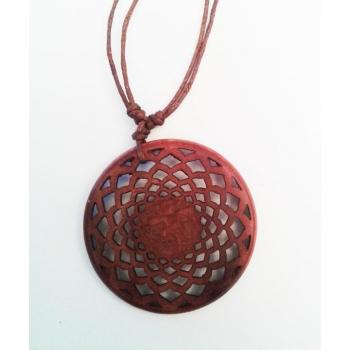 OM central pendentif en bois de sawo sculpté main  D. 4 cm