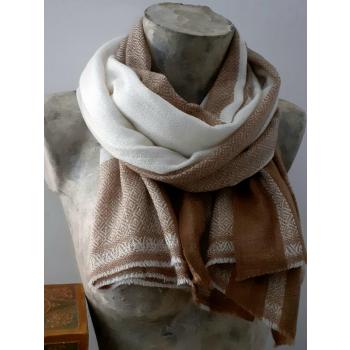Étole écharpe, blanc avec carreaux camel, tissage texturé, en pure cahemire du Népal