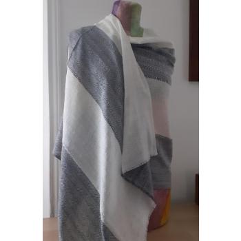 Etole, écharpe cachemire naturel du Népal. Gris et blanc texturé losange et chevrons