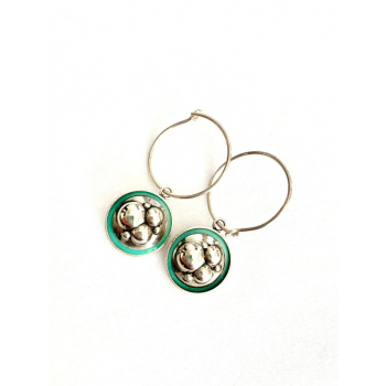 Créoles argent artisanales en boutons anciens