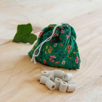 Lot de 15 perles de céramique - pochon recyclé - motifs aléatoires