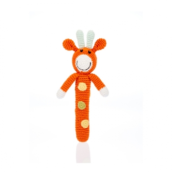 Girafe - Hochet en crochet de coton équitable Pebble forme baton