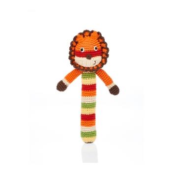 Lion - Hochet en crochet de coton équitable Pebble forme baton