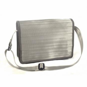 Sac besace Dominique gris clair en ceintures de sécurité recyclées