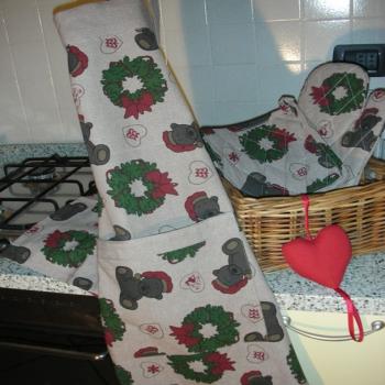 1Tablier+1Gant+1Manique - en coton biologique- Imprimé de Noël fond Taupe