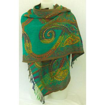 Étole laine bouillie transparente, brodée à la main sur des motifs paisley - vert et multicolore