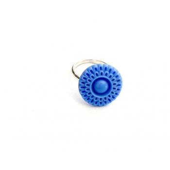 Bague artisanale fleur bleue en bouton ancien