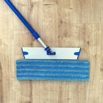 Balai éternel et mop bleue
