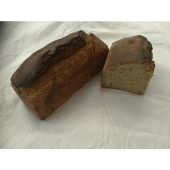 Pain au blé complet aux noix t110 sur pur levain naturel de blé.