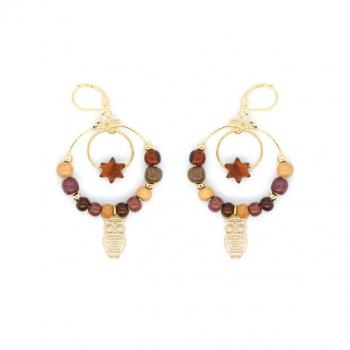 Boucles-d'oreilles créole en bois multicolore avec chouette dorée or fin