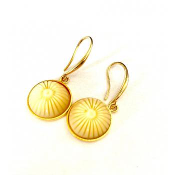 Boucles d'oreilles artisanales soleil en boutons anciens