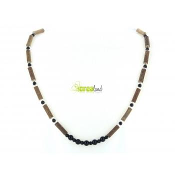 Collier en noisetier jade noir et perles de verre Modèle 1