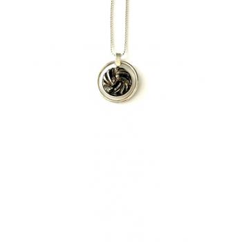 Collier artisanal en bouton ancien Saturne