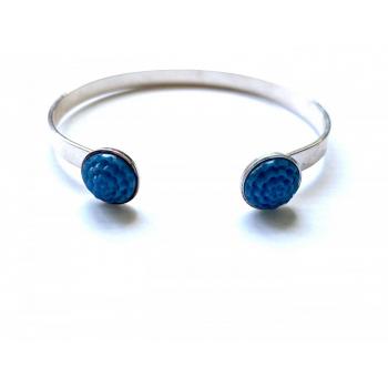 Bracelet artisanal bleu pervenche en bouton ancien