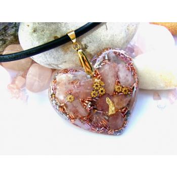 Pendentif orgonite galet coeur quartz rose cuir doré
