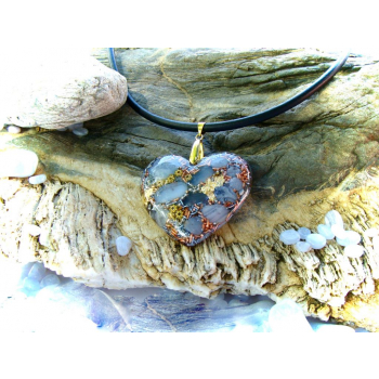 Pendentif orgonite galet coeur calcédoine bleue cuir doré