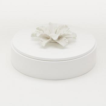 Coffret en bois laqué blanc avec fleur en céramique / MANG XL