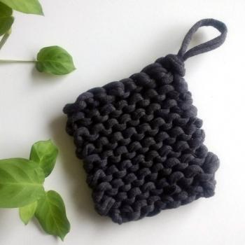 Tawashi gris tricoté