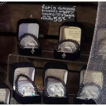 Parure bracelet de Shungite, bracelet et bague d'argent dans un écrin