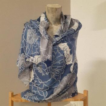 Étole écharpe, bleu à imprimés fleuri, en pure cachemire éthique d'Inde