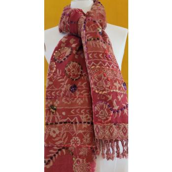 chale pure laine bouillie lie de vin motif ivoire rebrodé de fil de couleurs
