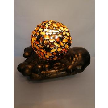 Lampe Boule posée sur deux mains
