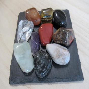 Lot de 10 petites pierres polies