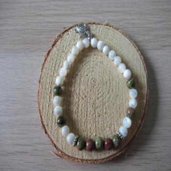 Bracelet en Nacre et pierre d'unakite