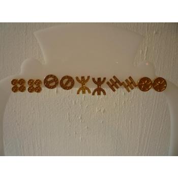 Boucles d'oreilles  plaqué or à puce symboles de gauche à droite la paire  : chance, protection, liberté, méditation et  amour
