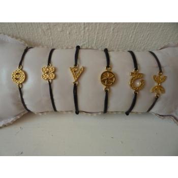 Bracelet plaqué or cordon symboles de gauche à droite : protection, chance, force, amour, optimisme et liberté