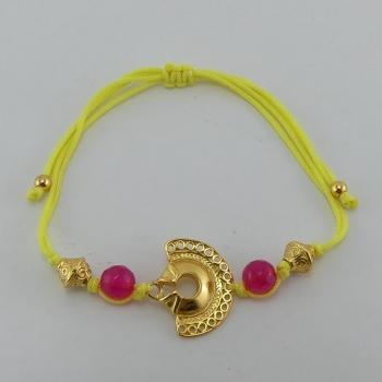 Bracelet fil jaune et pendentif Etain et bain d'or de 24 carats.