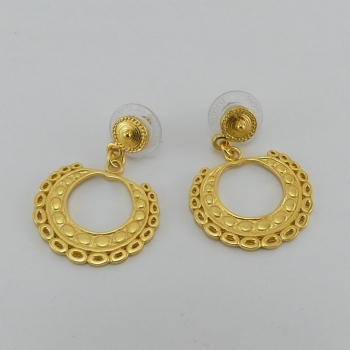 Boucles d'oreille et ornement Muisca. Etain et bain d'or de 24 carats.