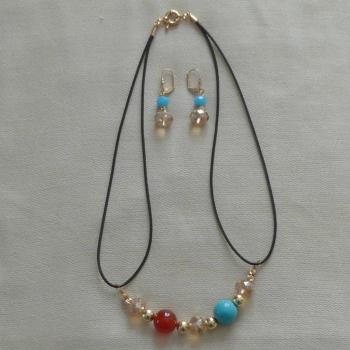 Parure Boucles d'oreilles et collier cuir et pierres rouge et bleu