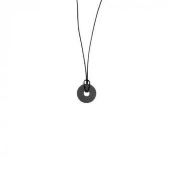 Pendentif en hématite magnétique monté sur un cordon en cuir