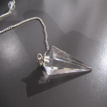 Pendule faceté en cristal de roche