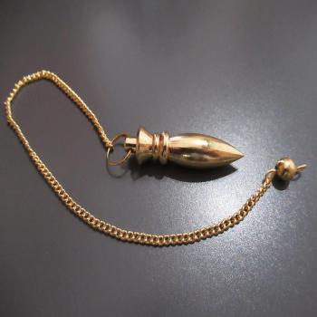 "Pendule ""MAAT"" égyptien en métal doré"