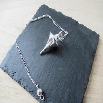 Pendule en métal argenté