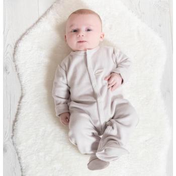 Louka dans son pyjama polaire